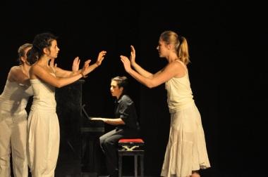 © Katja Engbrecht, 2013. Mit Stella Monga, Alyssa Marie Warncke und Kamila Olympia Rudnicki.